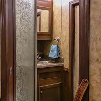 Exiss-Endeavor-8312LQ-Bathroom